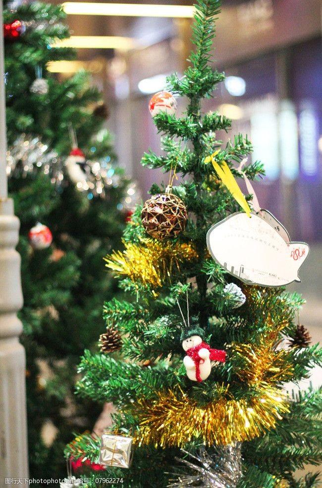圣誕樹上的圣誕夜